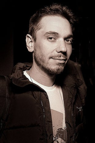 Illustration for article titled DJ Hero's DJ AM Found Dead in New York