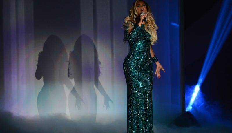 Illustration for article titled Beyonce Is an Ethereal Mermaid Alien Ready to Abduct You