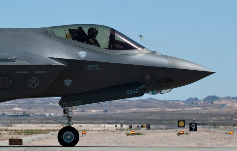 Illustration for article titled Bold profile photo of the F-35 makes it look like a future space fighter