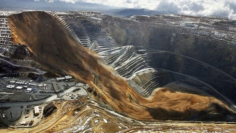 Illustration for article titled Massive mile-deep open-pit copper mine collapse
