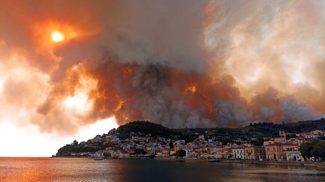 Record Wildfires and Heat Sweep Across Greece, Threatening Historic Sites
