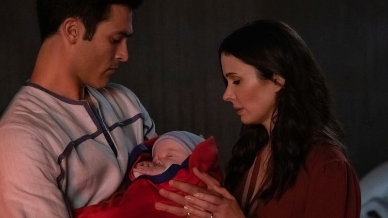 Superman (Tyler Hoechlin) and Lois Lane (Elizabeth Tulloch) say goodbye to their baby in the first Crisis on Infinite Earths crossover episode.