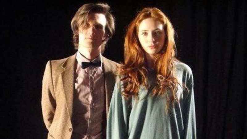 Illustration for article titled Here's the real first picture of The Eleventh Doctor and Amy Pond