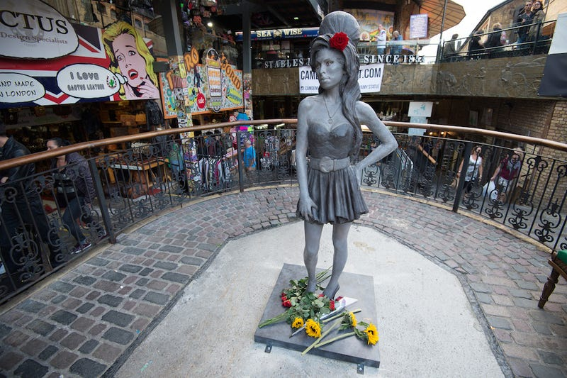 Illustration for article titled Hundreds of Fans Gather for Unveiling of Amy Winehouse Statue