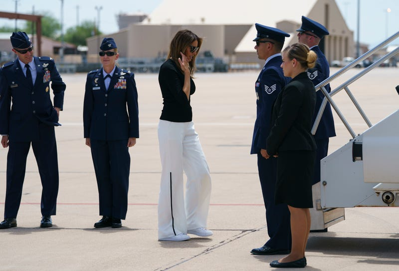 Illustration for article titled Melania Trump Wears Unremarkable Outfit to Second Superficial Border Visit