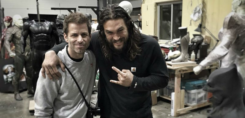 Illustration for article titled Zack Snyder Just Teased The New Flash Costume On Twitter