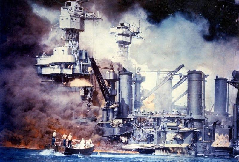 Illustration for article titled ¿Y si el ataque que cambió el rumbo de la Segunda Guerra Mundial no fue como lo contaron? El día que EE.UU. pudo engañar al mundo