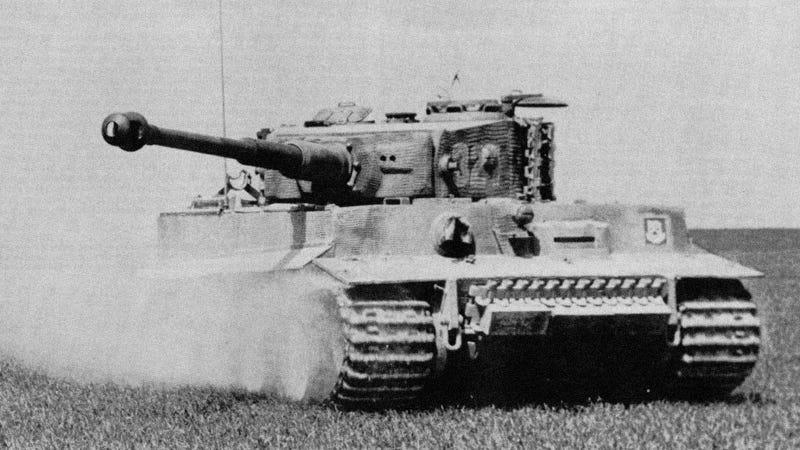 Illustration for article titled Tigris tank fog állni a Szabadság téren megszállási emlékmű gyanánt?