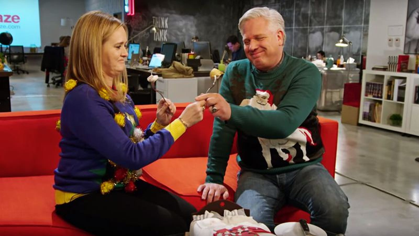 Christmas Sweater By Glenn Beck.Samantha Bee And Glenn Beck Make Peace Over Ugly Christmas