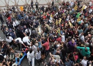 Police arrest Occupy Wall Street protesters. (Getty Images)