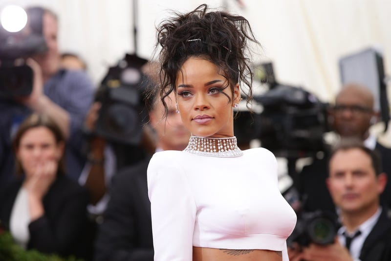 Illustration for article titled Rihanna Deletes Tweet in Support of Palestine