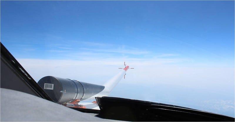 Illustration for article titled Equipan un avión con láser para predecir y evitar turbulencias