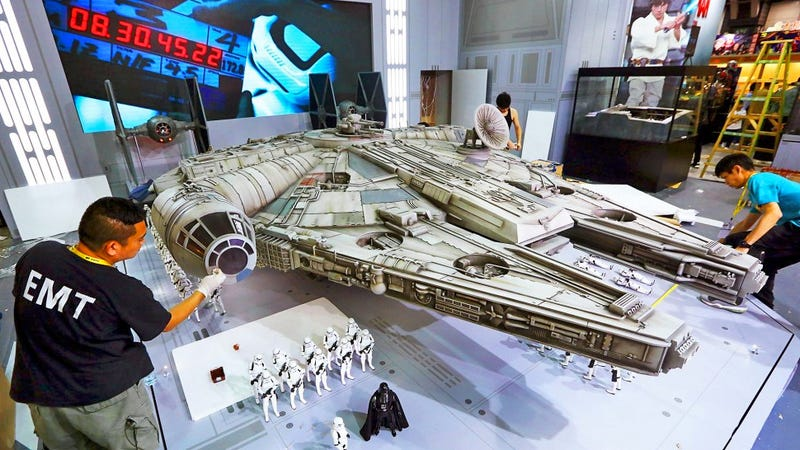 Illustration for article titled This Is What a Monstrous 18-Foot Long Millennium Falcon Toy Looks Like
