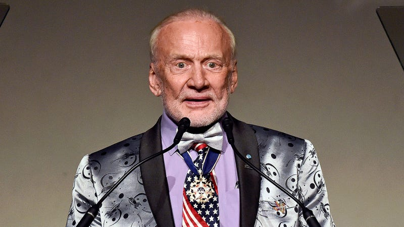 Illustration for article titled Better Late Than Never: Buzz Aldrin Has Announced That He Forgot To Tell Anyone He Saw A Fox On The Moon