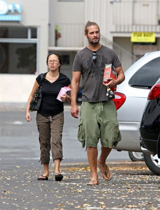 Illustration for article titled Josh Holloway, Wife Are Back On The Island