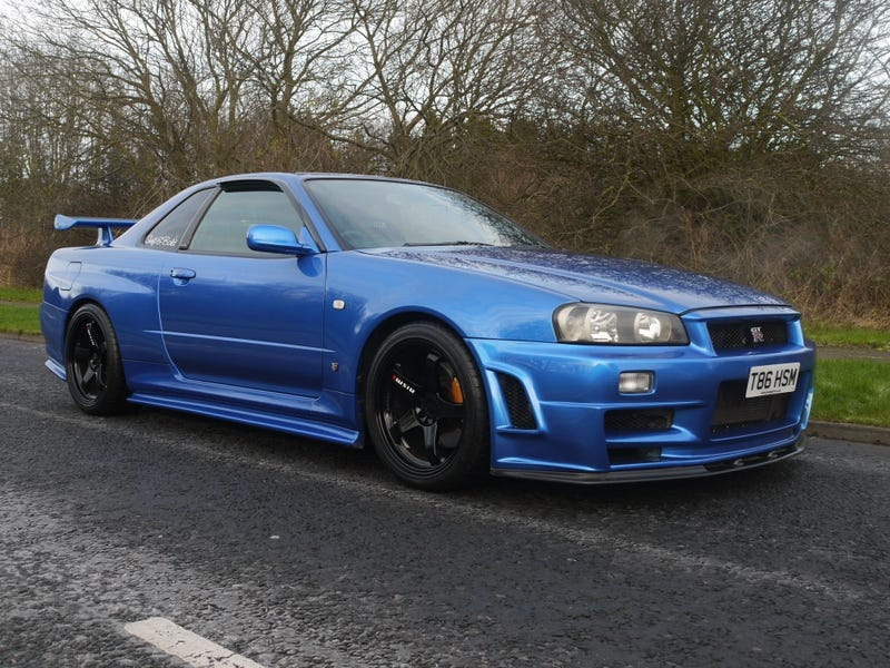 Illustration for article titled Oh yeah, saw an R34 GT-R today.