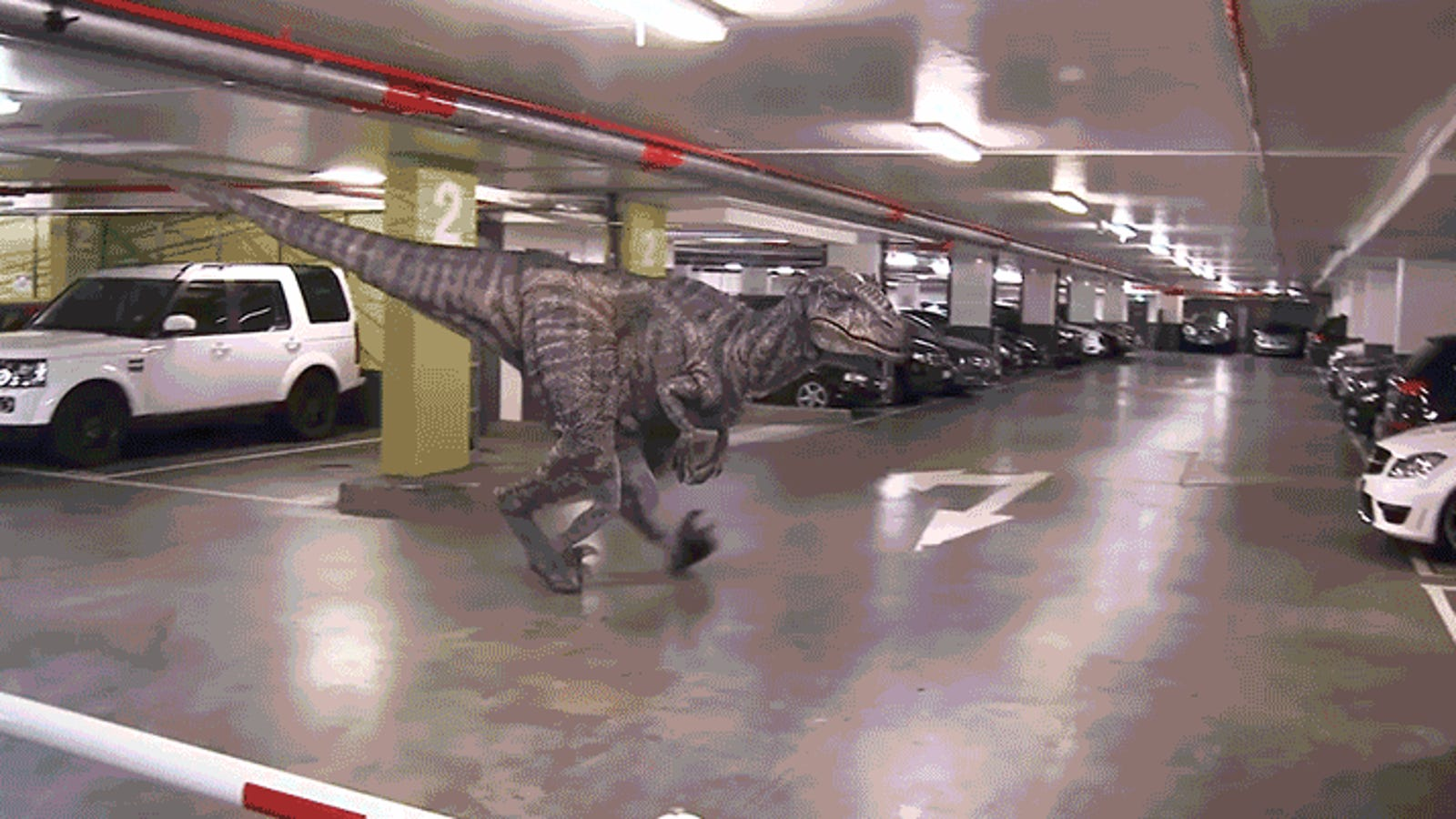 Being Pranked With a Lifelike Robot Dinosaur Must Be Terrifying