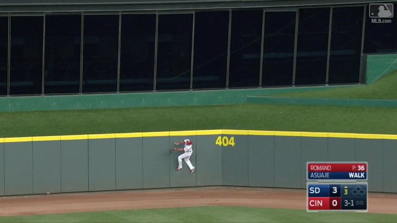 Billy Hamilton makes ridiculous leaping catch against wall