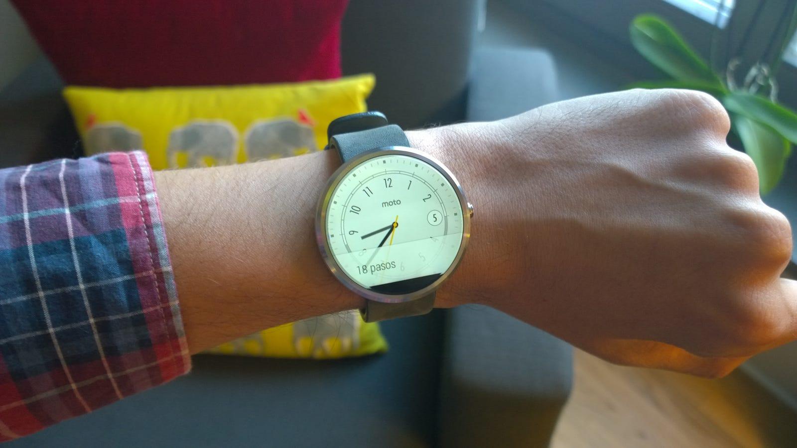 Probamos el Moto 360: un reloj espectacular (para muñecas enormes)