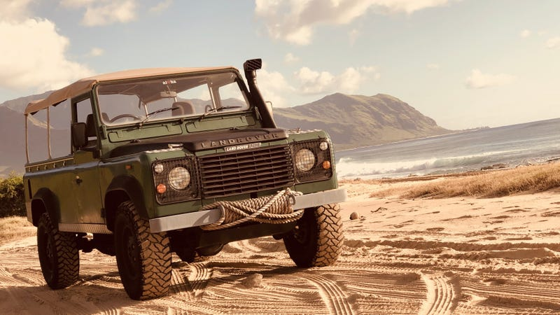 Illustration for article titled Your Supremely Serene Hawaiian Land Rover Wallpaper is Here