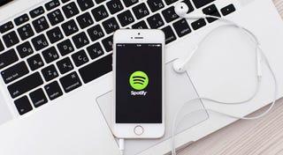 Illustration for article titled Otra prueba de cómo las discográficas, no Spotify, roban a los artistas