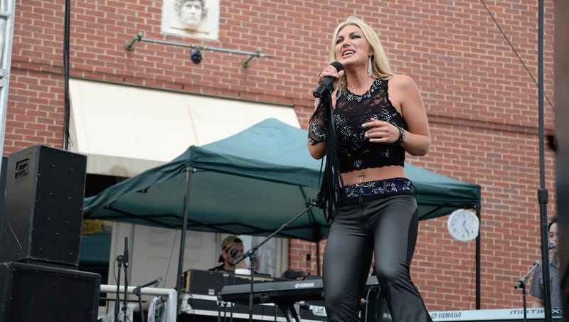 Illustration for article titled Brooke Hogan's Country Music Comeback Is Going All Right
