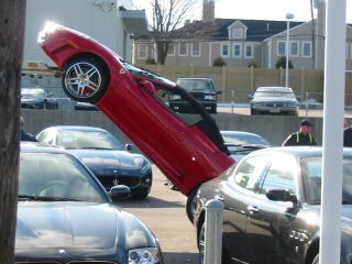 Illustration for article titled Ferrari Falls Ass-End First Off Truck At Dealership