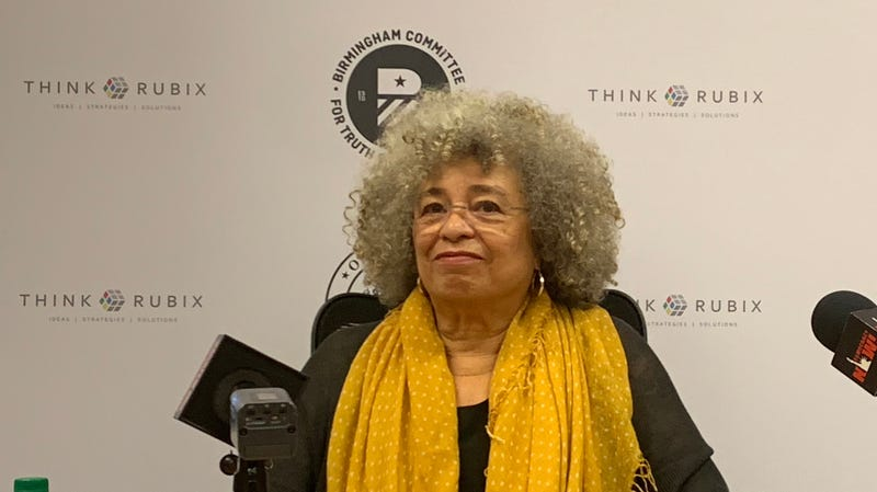 Illustration for article titled After Civil Rights Institute Rescinded Prestigious Award, Angela Davis Showed Up Anyway