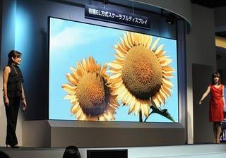 Illustration for article titled 149 Inches of Goodness makes Mitsubishi Size Queen of OLED