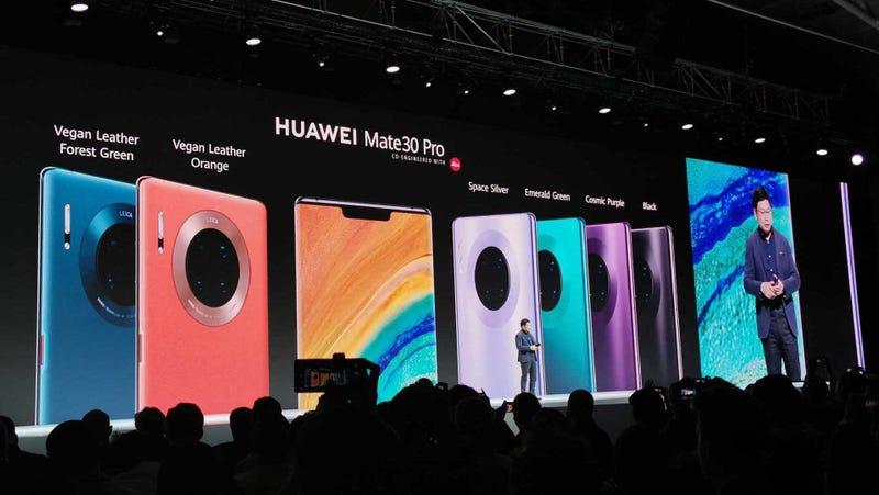 Illustration for article titled El Huawei Mate 30 llega con pantalla curva, cámara cuádruple (y sí, con Android)