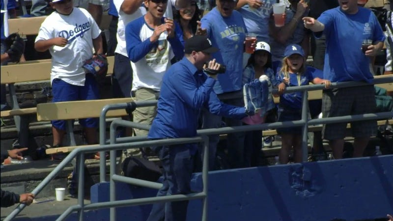 Illustration for article titled Dodgers Fan Videotapes Himself Catching Home Run Ball