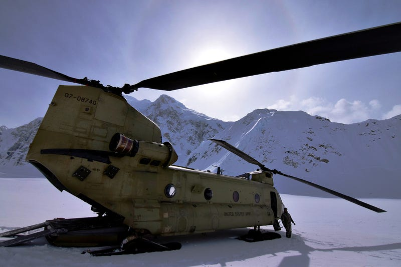 Illustration for article titled This Is a Ridiculously Perfect Shot of a Chinook Helicopter