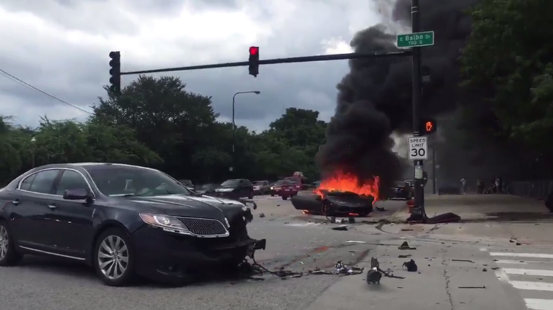 videos show chaotic aftermath of crash that split lamborghini huracan in half. Black Bedroom Furniture Sets. Home Design Ideas