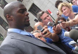 Illustration for article titled Plaxico Burress Heading To Jail