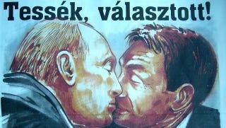 Illustration for article titled Putyinnal csőröző Orbán került a Vasárnapi Hírek címlapjára