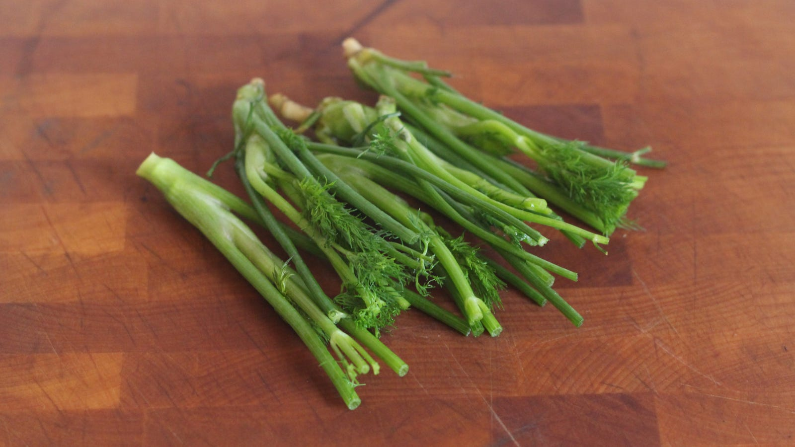 Make Pickle Salt With Dill Stems and Vinegar