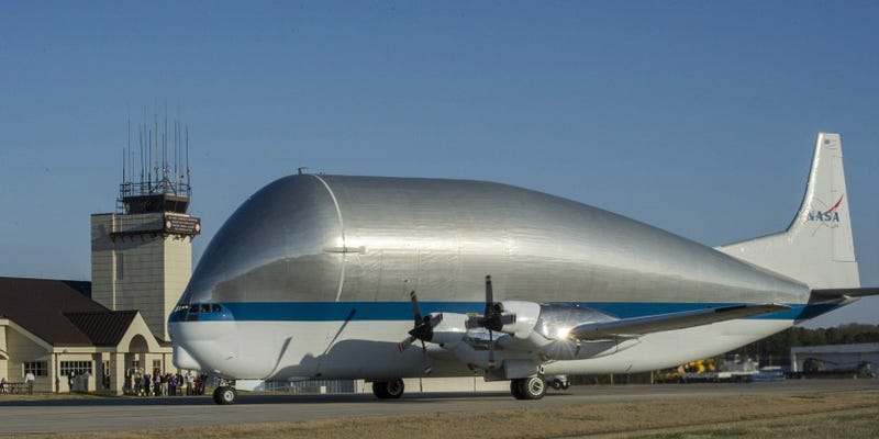 Illustration for article titled This Super-Sized Cargo Plane Carries NASA's Biggest Loads