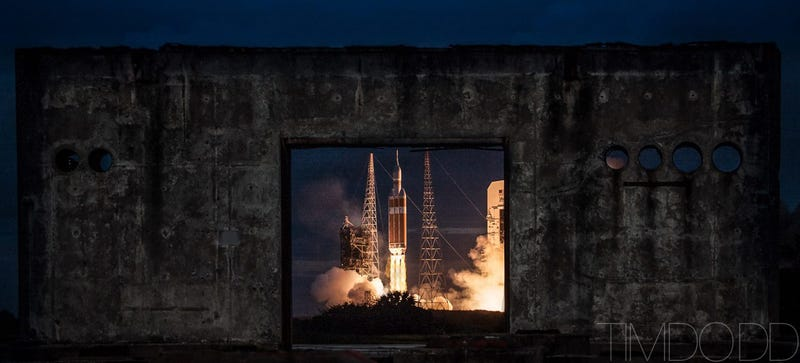Illustration for article titled The Most Heartwrenching Photo of the Orion Launch