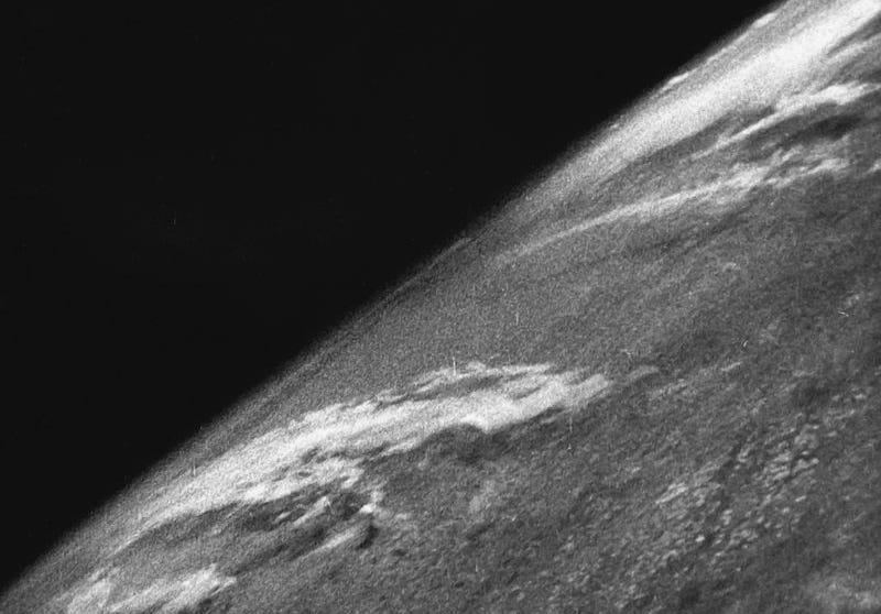 Illustration for article titled La primera fotografía de la Tierra desde el espacio se tomó hace 70 años a bordo de un cohete nazi