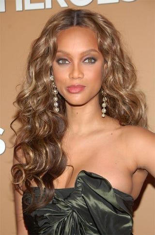 Illustration for article titled Tyra Banks Is NOT Smiling With Her Eyes