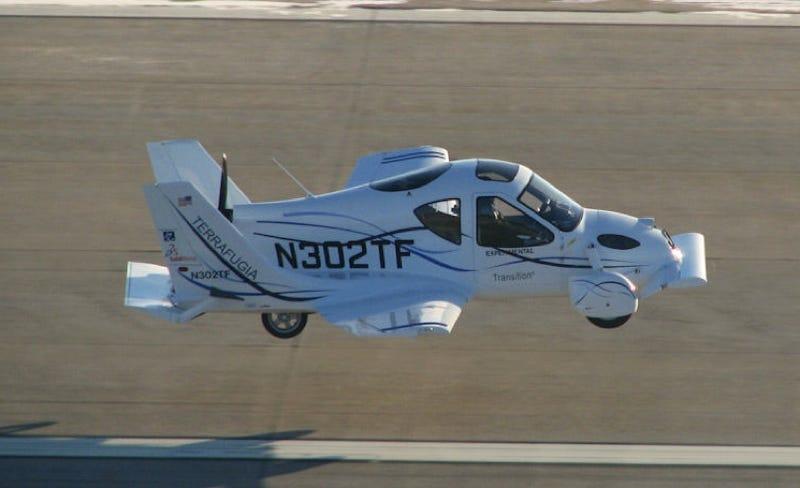 "Illustration for article titled Terrafugia ""Flying Car"" Makes First Flight"