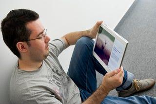 Illustration for article titled Tudjátok, mitől fáj a nyakatok? A hülye laptopotoktól