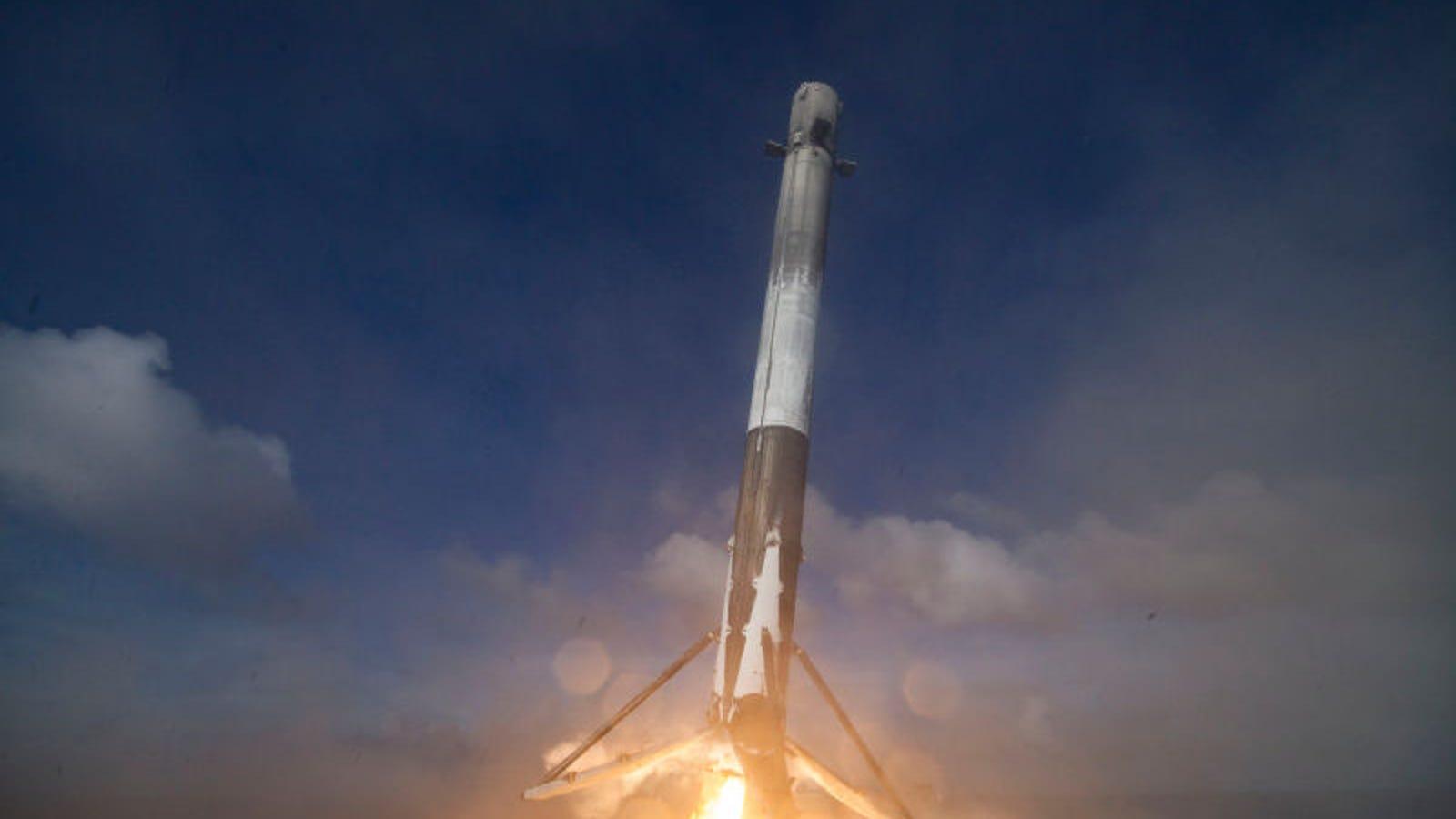 Sigue en directo el primer lanzamiento de un cohete de SpaceX en meses