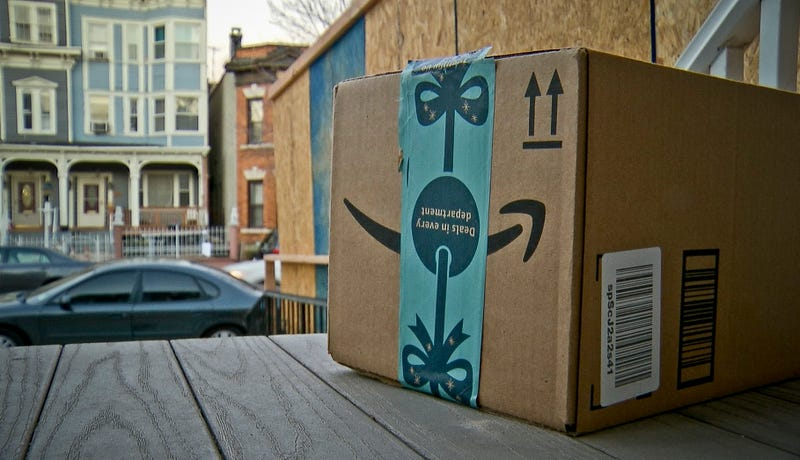 Illustration for article titled La policía está repartiendo paquetes falsos de Amazon con cámara oculta para atrapar ladrones en Estados Unidos
