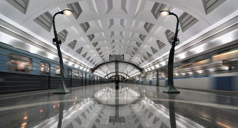 Moscú convierte sus estaciones de metro en bibliotecas virtuales