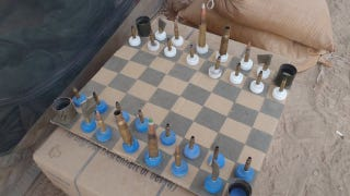 Illustration for article titled This Is How You Play Chess in a Warzone