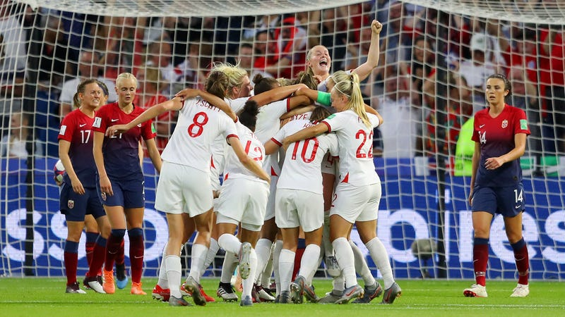 Illustration for article titled Lucy Bronze's Stunning Goal Completes England's Demolition Of Norway