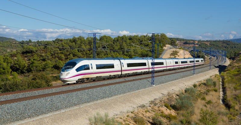 Illustration for article titled Es oficial: los trenes AVE de Renfe tendrán Wi-Fi gratuito a finales de año