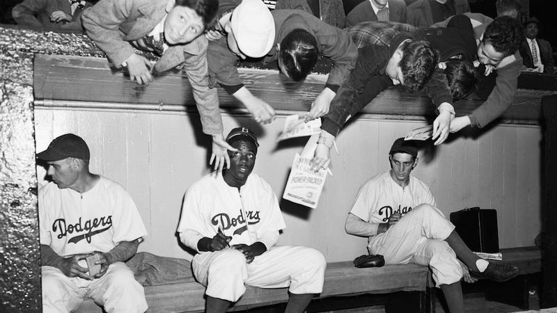 Illustration for article titled That Famous Jackie Robinson Photo With The Cute Kid? It Was Staged
