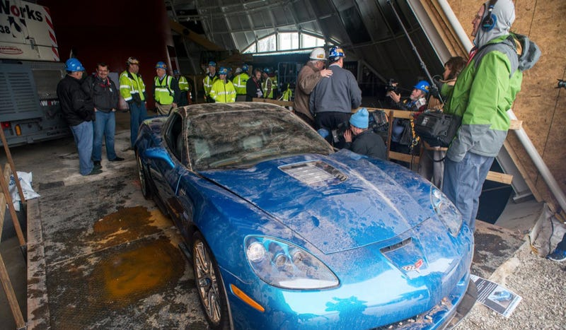 Illustration for article titled It Doesn't Look That Hard To Pull A Corvette Out Of A Sinkhole